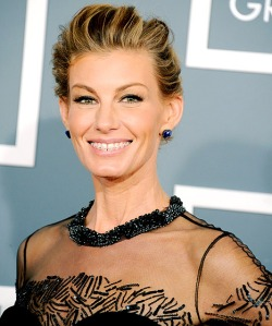 Ozakrs-Orthodontics-Faith-Hill-Wears-Braces